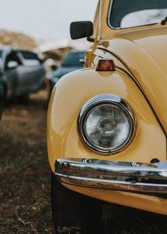 photo of yellow Volkswagen Beetle Retro Vintage, Cars Vintage, Photo Vintage, Vintage Cartoon, Vintage Yellow, Retro Cars, Vintage Sports Cars, Wallpaper Carros, Fender Bender