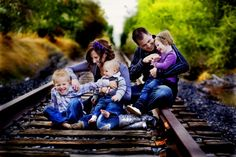 It was hard to pick one to pin. Really like some of these too. So glad I ran across this site and I'll be checking back.  40 Fantastic Family Pictures | AntsMagazine.Com