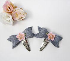 Haarspangen - 2er Set Filz Schleifen Haarspangen Grau-Rosa - ein Designerstück von California-Kids bei DaWanda