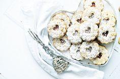 Omlós linzer diós tésztával (bögrésen is) Cereal, Cookies, Breakfast, Desserts, Dios, Crack Crackers, Morning Coffee, Tailgate Desserts, Deserts