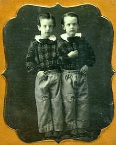 Unidentified photographer Twins in their checkered trousers n. Daguerreotype, plate Be-Hold Courtesy of Larry Gottheim - Be-Hold / Their hair is parted on different sides. Antique Photos, Vintage Pictures, Vintage Photographs, Old Pictures, Vintage Images, Old Photos, Vintage Twins, Vintage Children, The Canterville Ghost