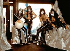 Kiss, 1974