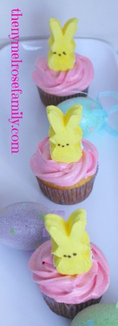 Strawberry Lemon Peeps Cupcakes are the perfect Easter Dessert for the kids and adults alike! Cupcakes Amor, Love Cupcakes, Wedding Cakes With Cupcakes, Yummy Cupcakes, Birthday Cupcakes, Lemon Cupcakes, Easter Cupcakes, Cupcake Frosting, Fondant Cupcakes