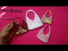 Crochet handbags 74661306310212915 - Crochet Mini Bags Source by regina_beaulieu Crochet Barbie Patterns, Crochet Barbie Clothes, Doll Patterns, Crochet Doll Tutorial, Accessoires Barbie, Crochet Keychain, Barbie Accessories, Crochet Videos, Learn To Crochet