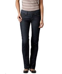 Twelve styles to flatter your shape―without flattening your wallet—for every day, for dressier occasions, and for the office. What To Wear Fall, How To Wear, How To Look Skinnier, Hourglass Figure, Best Jeans, Fashion Beauty, Fashion Tips, Jeans Pants, Fashion Pants