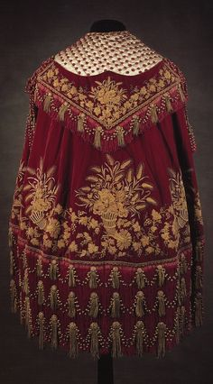 Red velvet cape, golden patterns and the velvet could quite cool, not the red though, as Amir's cape is meant to be blue