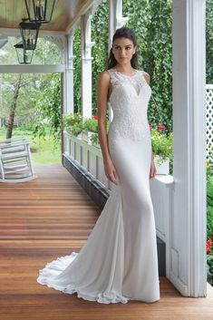 Trouwjurk 11055 Sweetheart - Honeymoon shop Chiffon Wedding Gowns, White Lace Wedding Dress, Elegant Wedding Gowns, Fit And Flare Wedding Dress, Wedding Dress Trends, Chiffon Gown, Bridal Wedding Dresses, Dream Wedding Dresses, Dress Lace
