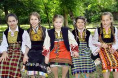 Children with costumes from Yambol province