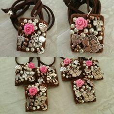 Escapularios bordados, bautizo de niña. By Moni González Fabric Beads, Fabric Jewelry, Beaded Jewelry, First Communion Favors, Crochet Bracelet, Fantasy Jewelry, How To Make Beads, Jewelry Crafts, Party