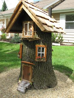 Fairy garden designs - Coffee Time to Share Gnome house for rent ) Fairy Tree Houses, Fairy Garden Houses, Gnome Garden, Garden Trees, Planter Garden, Fairies For Fairy Garden, Garden Ideas With Tree Stumps, Diy Fairy House, Fairy Garden Doors