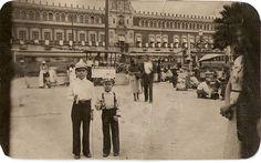 Sept. 15 de 1939. Foto en el  Zócalo de la Ciudad de mexico