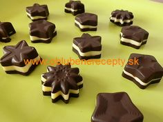 pralines – Sweet World Ideas Christmas Sweets, Christmas Baking, Christmas Cookies, Toffee Cupcakes, How To Make Toffee, Baking Recipes, Dessert Recipes, Czech Recipes, Cupcake Cakes