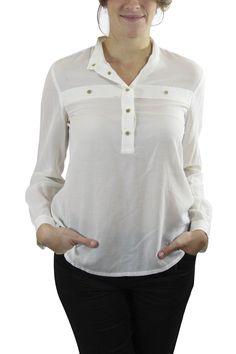 Blusa de Seda Natural. Camisola de seda Lacoste con detalles de botones  dorados. Pieza clásica infaltable en el closet esta temporada. Lacoste 7939adb6d3