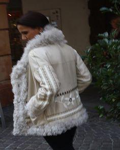 Trendige Lammfelljacke aus Italien, Fontani exklusiv bei uns in Innsbruck Innsbruck, Elegant, Fur Coat, Women Wear, Fashion, La Mode, Fur, Sporty, Italy