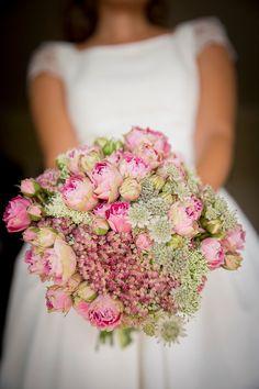 Ramo de novia. rosas. Dos en la Pasarela: bodas