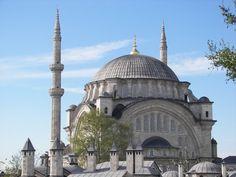 Mezquita de Nuruosmaniye (Nuruosmaniye camii en turco) #estambul #turquia #mezquitas