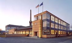 Walter Gropius (Bauhaus architect) steel-and-glas shoe-last factory on world Heritage list Walter Gropius, Industrial Architecture, Ancient Architecture, Industrial Design, Factory Architecture, Architecture Design, Le Corbusier, Art Deco Buildings, World Heritage Sites