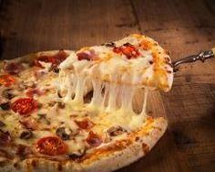 pizza royale sans gluten : http://www.cuisineaz.com/recettes/pizza-royale-sans-gluten-88078.aspx