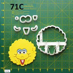 Big Bird Cookie Cutter Big Bird Fondant Cutter Big Bird Party Big Bird Birthday Big Bird Baby Big Bird Cake Topper Big Bird Invitation All cookie cutters are made printed by a quality 3D printer at the time of order. Each set of cutter has an outline frame for cutting the bottom