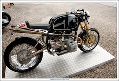 Cafe Racer  Check out the cylinder heads!
