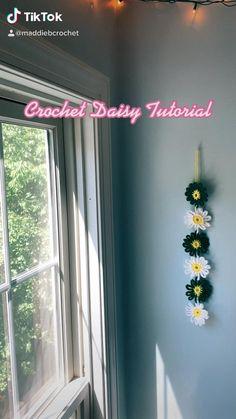 Kawaii Crochet, Crochet Daisy, Cute Crochet, Crotchet, Granny Square Crochet Pattern, Crochet Motif, Crochet Designs, Crochet Stitches Patterns, Knit Stitches For Beginners