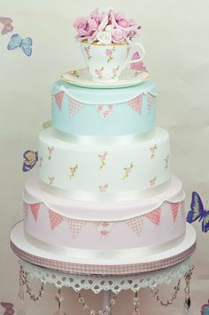 Cake Art -- Vintage Tea Party Cake The Cute Cupcake Company - Gravesend Gorgeous Cakes, Pretty Cakes, Amazing Cakes, Wedding Cake Toppers, Wedding Cakes, Christening Cake Toppers, Cake Candy, Vintage Tee, Vintage Pearls