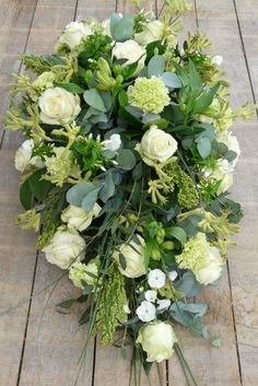 biedermeier druppel - funeral spray More Casket Flowers, Grave Flowers, Cemetery Flowers, Dad Funeral Flowers, Funeral Bouquet, Funeral Floral Arrangements, Flower Arrangements, Flower Centerpieces, Flower Decorations