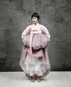Kim Kyung Soo for Korean Vogue Korean Traditional Dress, Traditional Dresses, Korea Dress, Modern Hanbok, Mode Costume, Korean Wedding, Mode Inspiration, Color Inspiration, Vogue Fashion