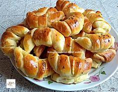 9 foszlós sós kifli húsvétra   Mindmegette.hu Bread Dough Recipe, Hungarian Recipes, Ciabatta, Pretzel Bites, Bagel, Apple Pie, Nutella, Recipies, Goodies