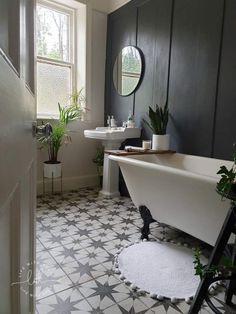 Wood Panel Bathroom, Bathroom Paneling, Wood Panel Walls, Wood Paneling, Wall Panelling, Bathroom Wall Tiles, Dark Wood Bathroom, Industrial Bathroom, Bathroom Flooring