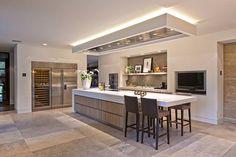 Moderne keukens bieden alle ruimte voor technisch vernuft. De moderne keuken is ontdaan van onnodige details. We presenteren u internationale topmerken.