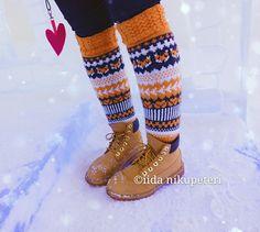Fox socks villasukat knit knitted fairisle kirjoneule Knitting Wool, Knitting Charts, Knitting Socks, Knitting Patterns, Crochet Chart, Knit Crochet, Fox Socks, Learn How To Knit, Girly Things