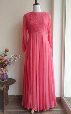 Simple Dresses, Casual Dresses, Formal Dresses, Frocks And Gowns, Kurti Embroidery Design, Tunics Online, Anarkali Dress, Anarkali Suits, Pakistani Dress Design