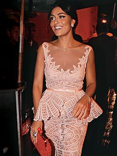 Juliana Paes usando vestido de renda renascença, da estilista Martha Medeiros.