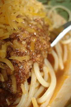 Delicious Meliscious - a cooking blog by Melissa: Homegrown Gourmet #9: PASTA! Cincinnati Style Chili - Chili Spaghetti