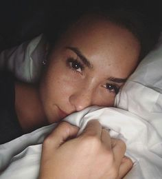 Demi Lovato No-Makeup Selfies Demi Lovato Makeup, No Makeup Selfies, Demi Lovato Pictures, Disney Artists, Old Singers, Without Makeup, Free Makeup, Freckles, Role Models