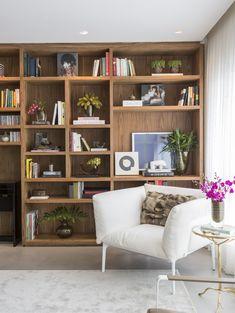Living Room Shelves, Luxury Living Room, Living Room Home Theater, Apartment Interior Design, Home Decor, Apartment Decor, Salas Living Room, Home Deco, Apartment Interior