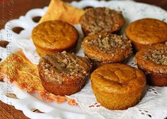 Pumpkin Mini Cakes with Cinnamon Streusel Topping - Amanda's Cookin'