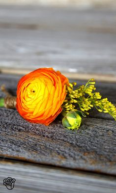 Bright lapel flower