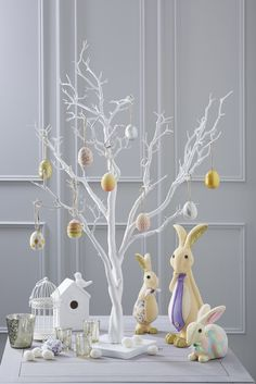 I love the White Tree, big or small it can be transformed in the blink of an eye with some simple decorations be they bought or handmade. Easter Table Decorations, Easter Centerpiece, Easter Decor, Tree Decorations, Happy Easter, Easter Bunny, Easter Eggs, Easter 2018, Easter Party