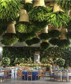 Vintage Restaurant New York That Will Make Your Day Brighter! Interesting feature for restaurant decor. Hanging roof plants and a tropical green wall.Interesting feature for restaurant decor. Hanging roof plants and a tropical green wall. Restaurant Vintage, Restaurant New York, Industrial Restaurant, House Restaurant, Decoration Restaurant, Restaurant Interior Design, Outdoor Restaurant Design, Roof Plants, Decoration Evenementielle