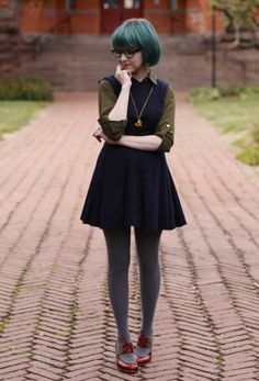 The Clothes Horse: Nerd Chic -- I just dig this outfit in general. I really like the pairing of olive & navy. Quirky Fashion, Look Fashion, Autumn Fashion, Vintage Fashion, Womens Fashion, Petite Fashion, Fashion Decor, Fashion Tips, Runway Fashion