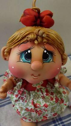 Boneca feita em biscuit para decoração de quarto infantil. Fica linda colocando dentro de um nicho na parede ou sobre um móvel. R$ 78,00