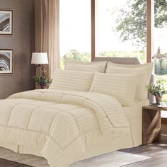 Wrinkle-Resistant Soft Striped Down-Alternative 8-piece Bed in a Bag with Sheet Set