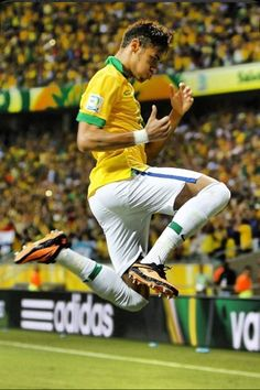 I like to call this the Mario jump! Neymar Jr, Neymar Team, Football Match, Football Soccer, Football Brazil, Good Soccer Players, Football Players, Real Madrid, Soccer World
