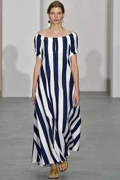 See all the Collection photos from Jasper Conran Spring/Summer 2017 Ready-To-Wear now on British Vogue Look Fashion, Fashion Show, Fashion Outfits, Jasper Conran, Nice Dresses, Casual Dresses, Frack, Camisa Formal, Maxi Dress With Slit