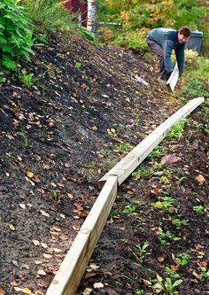 Tee itse rinteen kiveys | Meillä kotona Lampshade Chandelier, Sloped Garden, Brick Patios, Dream Garden, Garden Landscaping, Earthy, Wall Canvas, Garden Tools, Garden Ideas