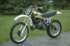 1976 Yamaha - Bob Hannah 125 National Champion (first liquid cooled engine) Mx Bikes, Motocross Bikes, Vintage Motocross, Dirt Bikes, Vintage Bikes, Vintage Motorcycles, Cars Motorcycles, 2 Stroke Dirt Bike, Yamaha Yz 125