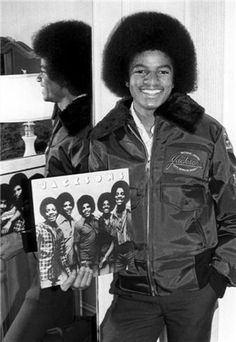 "Michael Jackson hold a ""Jacksons"" vinyl record. Michael Jackson - Cuteness in black and white ღ by ⊰ Jackson 5, Paris Jackson, Jackson Family, Elvis Presley, King Of Music, The Jacksons, Before Us, American Singers, American Actors"