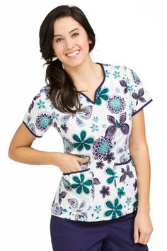 Life Is Peachy by Peaches Women's Natasha Notch Neck Butterfly Print Scrub Top Med Couture Scrubs, Scrubs Pattern, Elegant Dresses Classy, Long African Dresses, Cute Scrubs, Scrubs Uniform, Womens Scrubs, Natural Hair Styles For Black Women, Minimalist Dresses